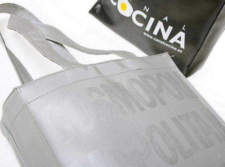 Bolsas en símil piel personalizadas