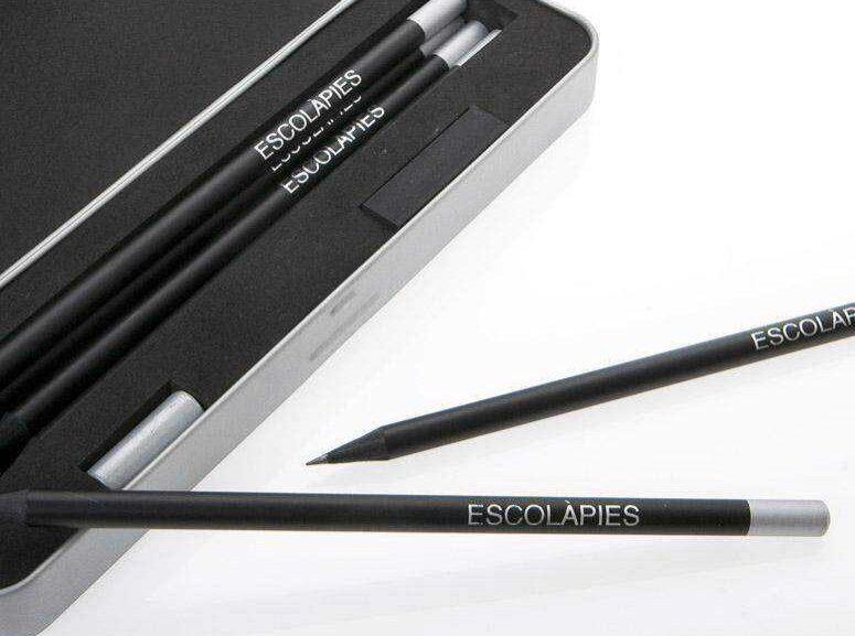 Conjunto de lápices con estuche metálico