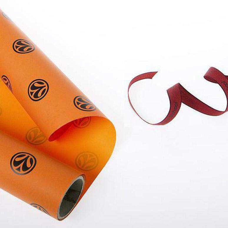 Papel y cinta de regalo corporativos