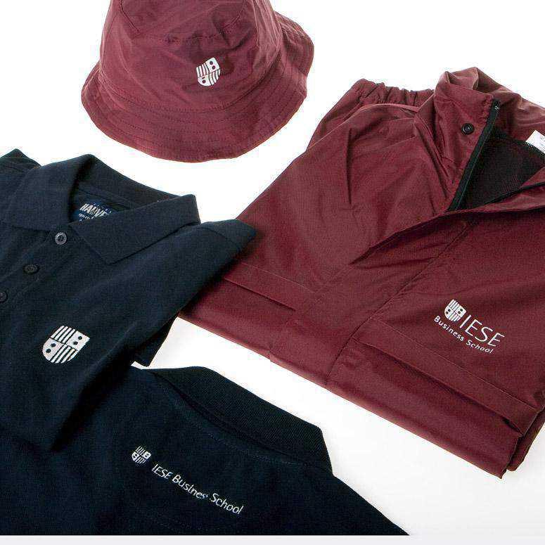 Polos, impermeable y gorra personalizados