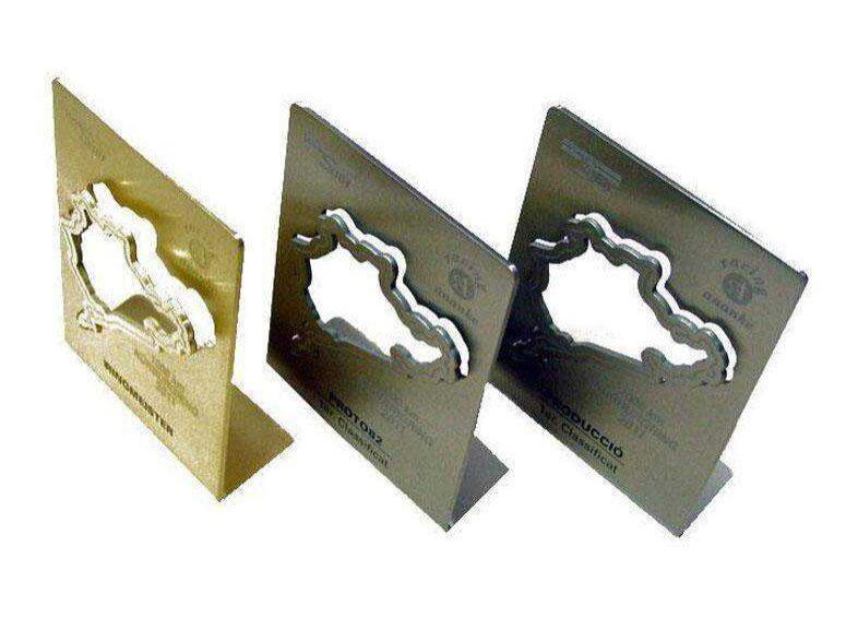 Trofeos en acero inoxidable esmerilado mate